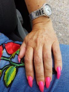 pinke Fingernägel lang